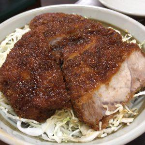 「中華料理 きよし」のソースカツ丼。ガッツリ系は苦手な筆者ですが、存外にさっぱりしていて美味しく食べられました。