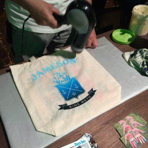 オリジナルのジェムソンロゴ入りバッグを作れる。海っぽい配色を依頼したらこんな素敵なものに。