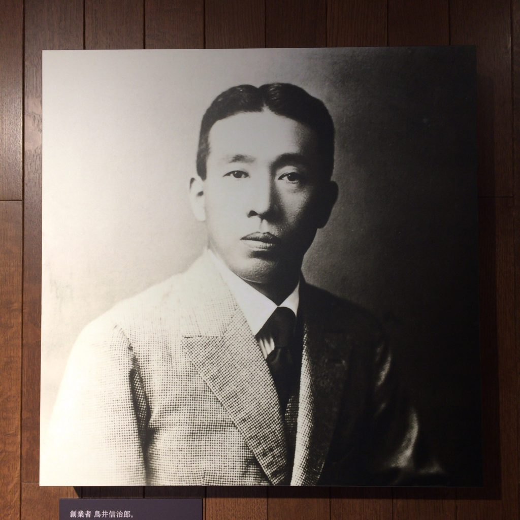 山崎蒸留所に展示されている鳥井信治郎の肖像