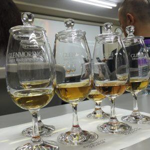 グレンモーレンジィのグラス。なんと6杯。ひとつ30mlとしても、大変な量です。