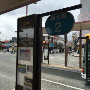 JR富士御殿場駅の北口にあるバスターミナル。富士御殿場蒸留所には二番乗り場から。SUICA等の交通系ICカードが利用可能です。