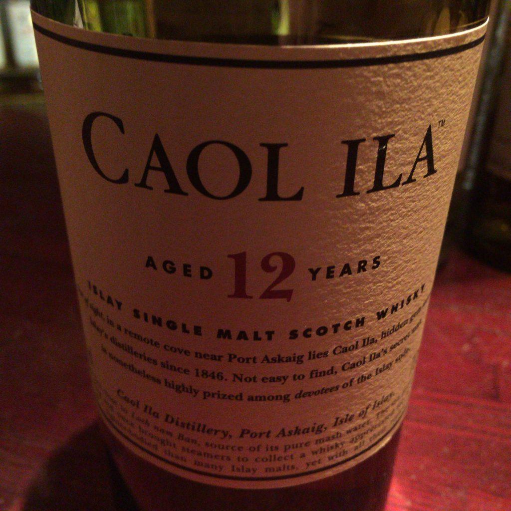 カリラの12年のボトル。 変に飾らないのが粋で良いです。