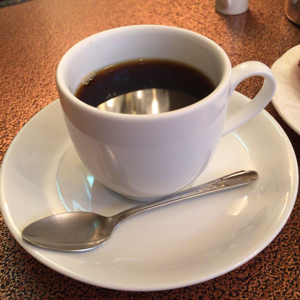 「あまとう」のコーヒー。濃くて酸味が少し強い。フルーツのケーキに合います。
