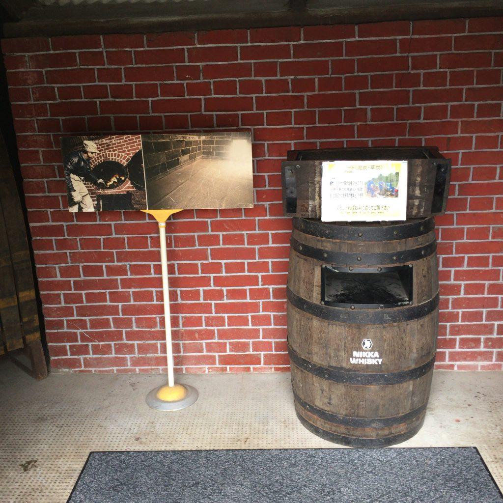 キルン内部。裏側に炉があり、そこでピートを炊き込める。