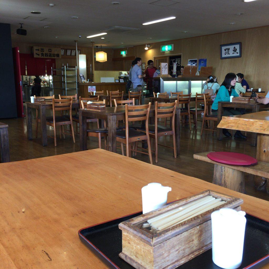 柿崎商店の店内。清潔感があります。