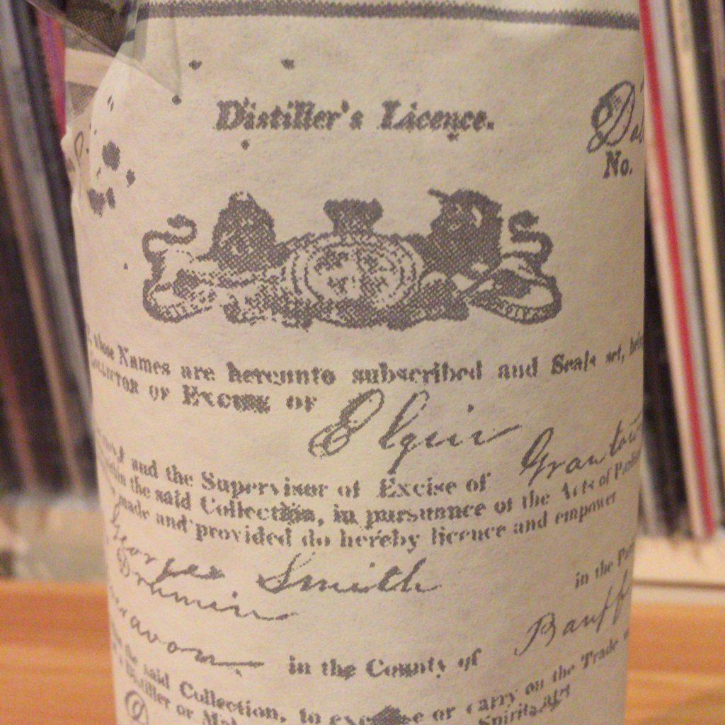 ザ・グレンリベット・ファウンダーズ・リザーヴの包み紙。蒸留免許状がデザインされています。