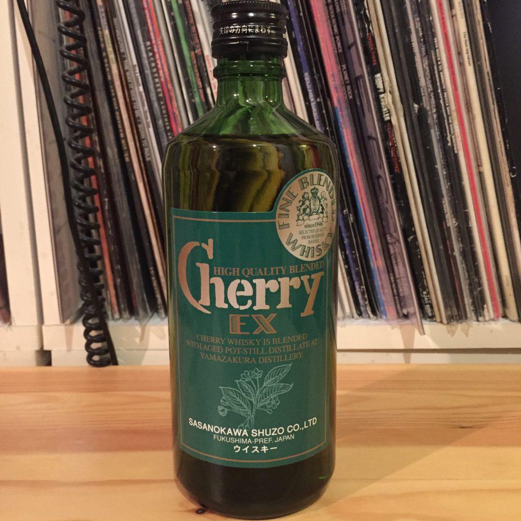 緑の瓶が特徴的