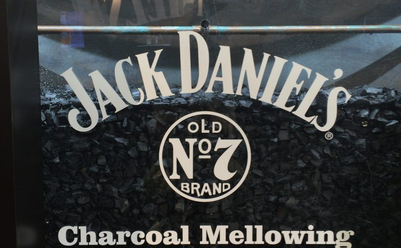 Jack Daniel'sに欠かせないチャコール・メローイング(サトウカエデの炭の濾過)工程のレプリカ。実際のものはこれが3メールの高さがある。