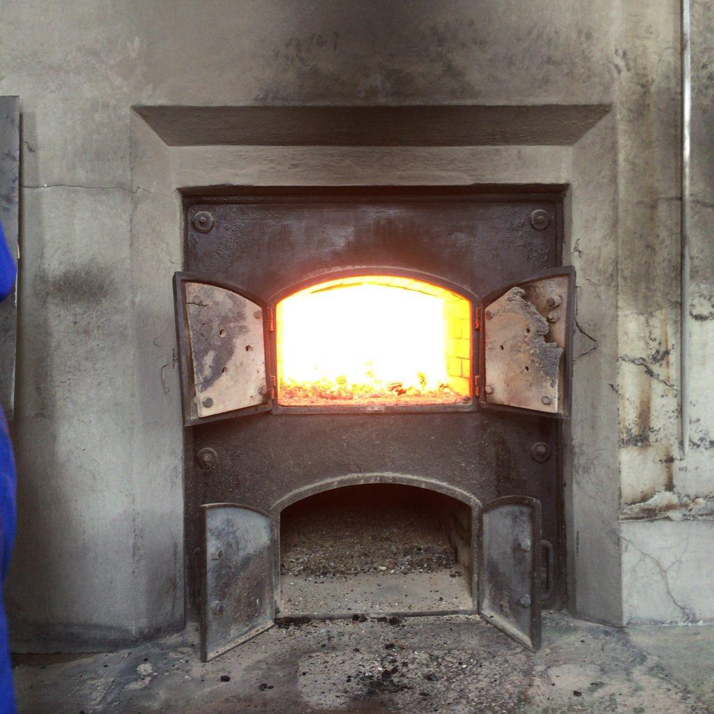 石炭が投げ込まれる炉。正面だとものすごい熱気が来る。