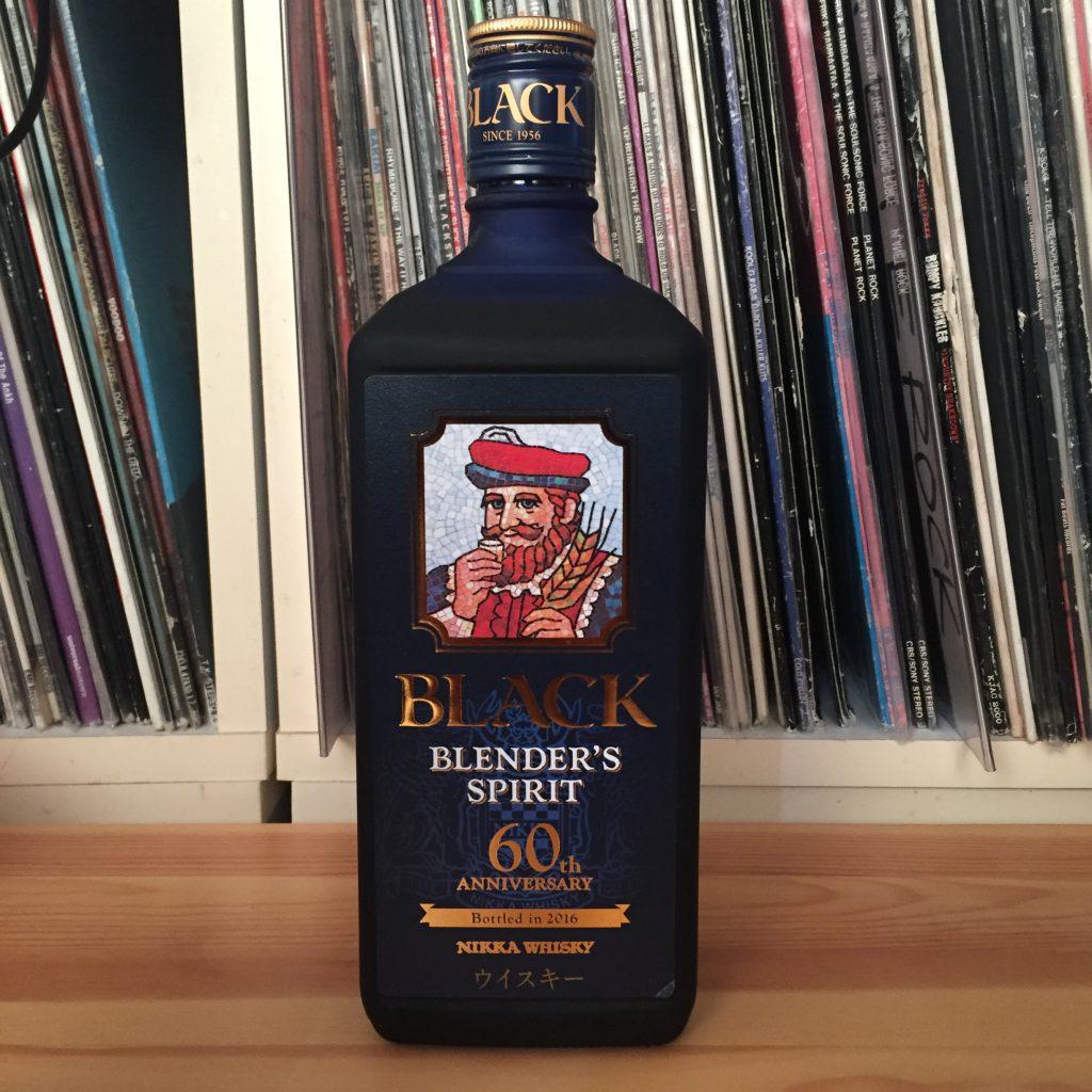 ブラックニッカ・ブレンダーズスピリットのボトル。高級感がある。
