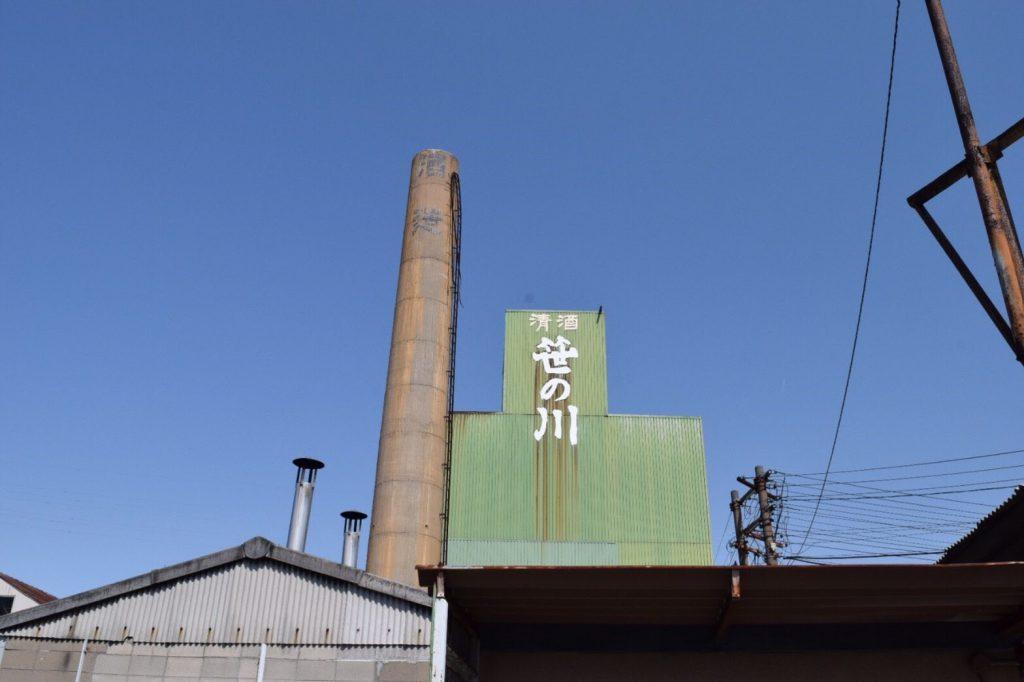 笹の川酒造の建物。煙突の上部は東日本大震災で倒壊してしまった。