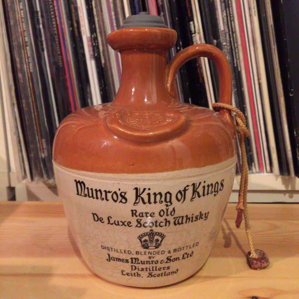 珍しい陶器ボトルのキングオブキングス。