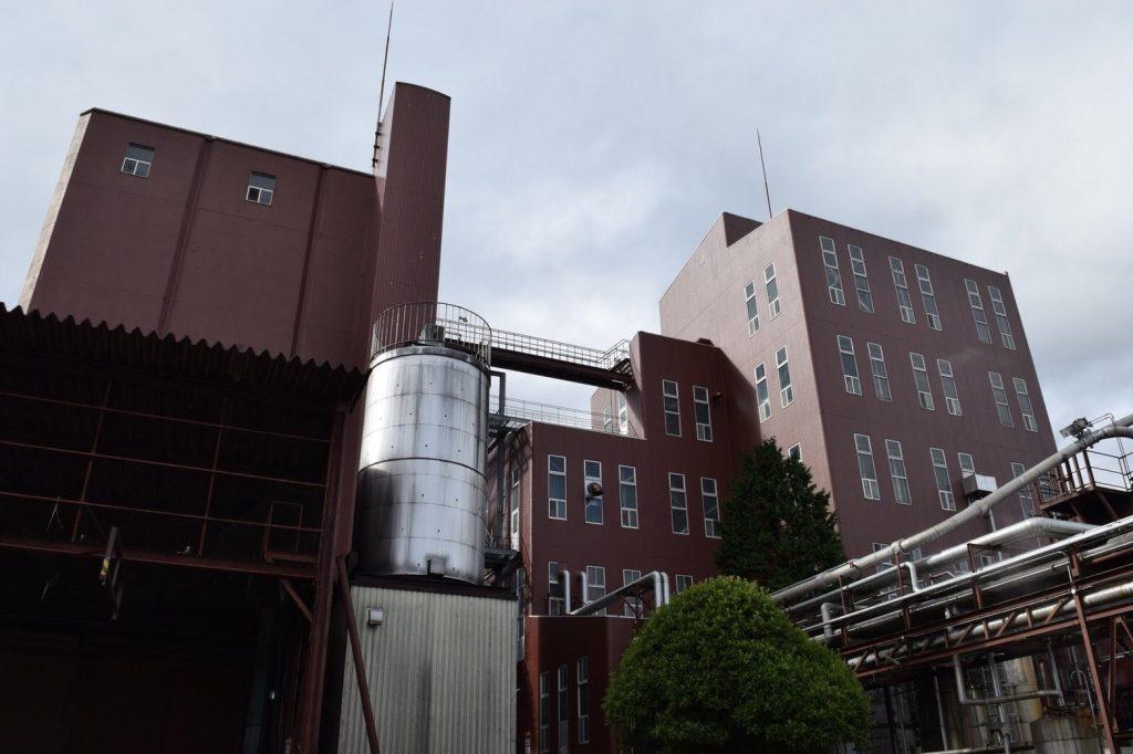 右側にマルチカラム蒸留器、左側にダブラーとケトルがあるそう。