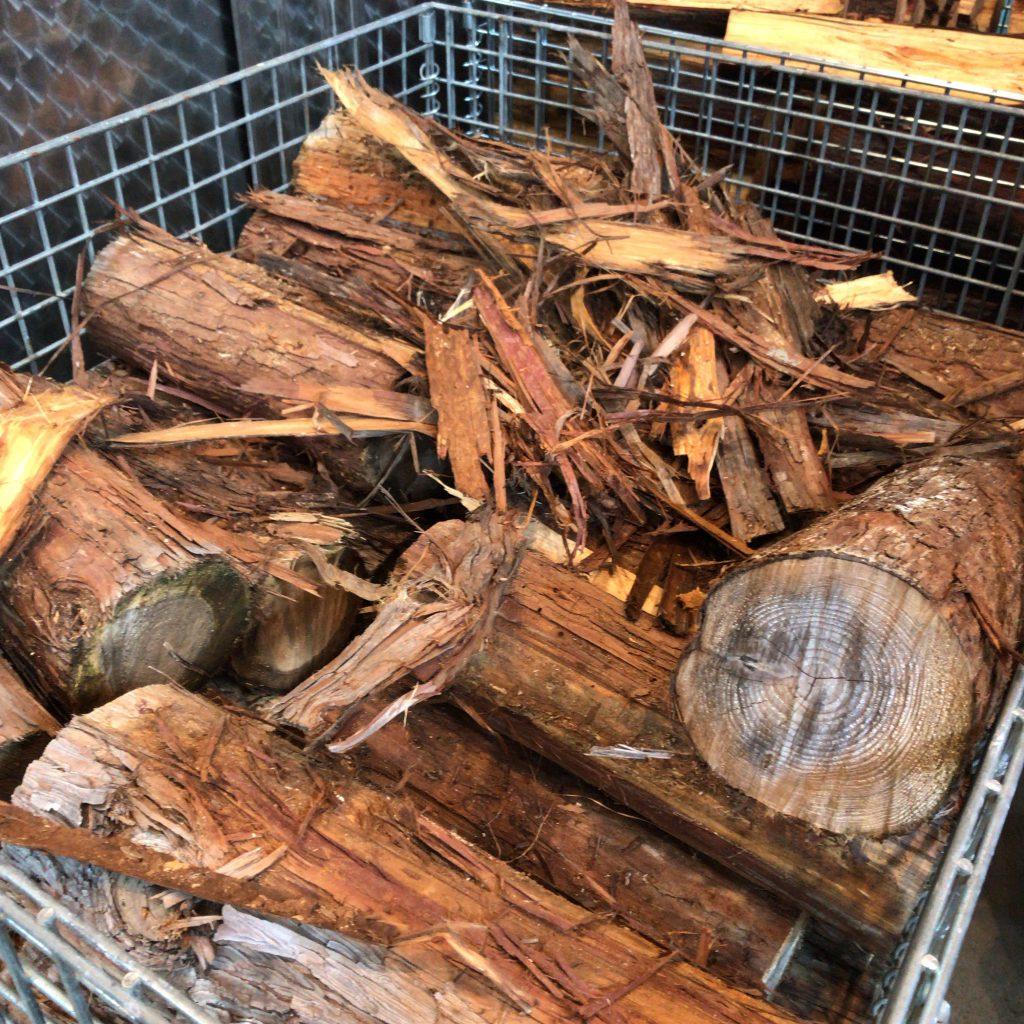 静岡蒸溜所の薪
