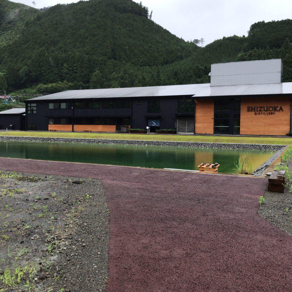 道路側からみた静岡蒸溜所